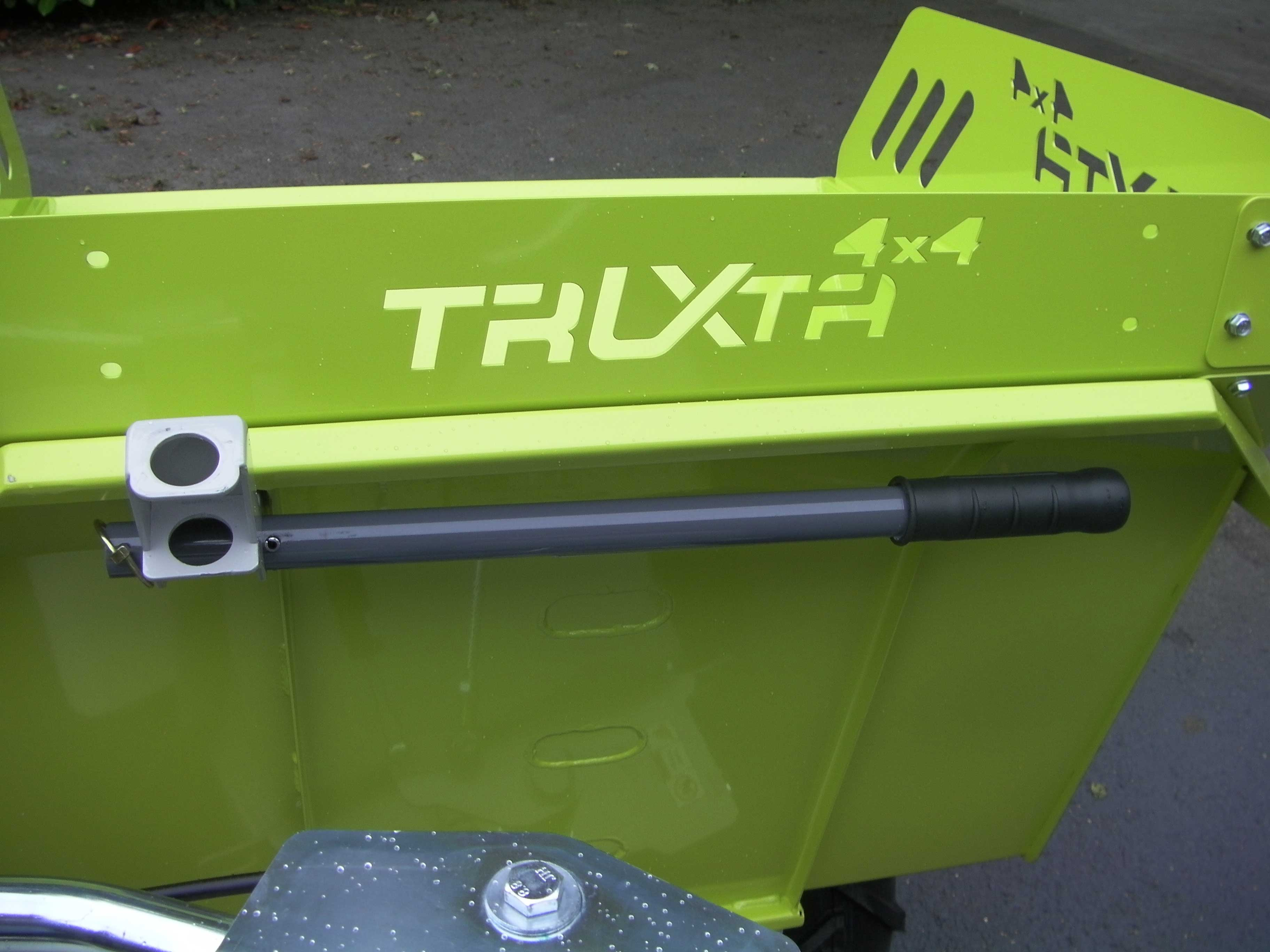Truxta Skip Tipping Control Attachment Close Up